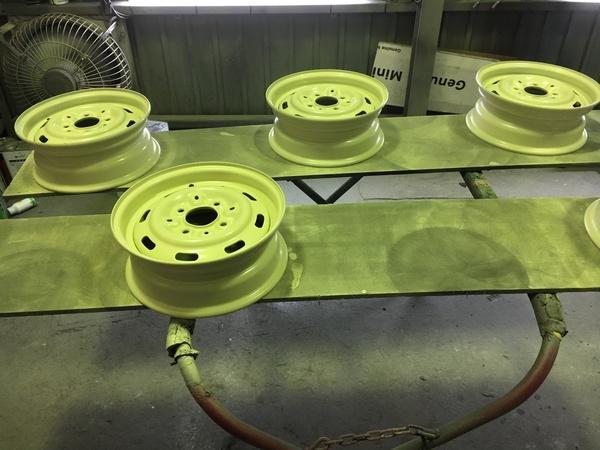 茨城ミニ専門店エムズコレクション、ホイール修理塗装、タイヤ交換、エンジン、ミッション、クラッチ修理、ウッドメーターパネル修理