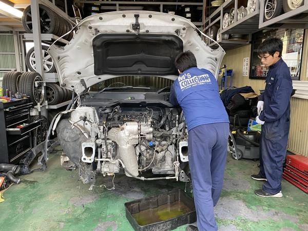 ミニ専門店エムズコレクションMINIクロスオーバークーパーSエンジン脱着、ミニクーパーマフラー加工取付、足廻り交換、タイヤ交換