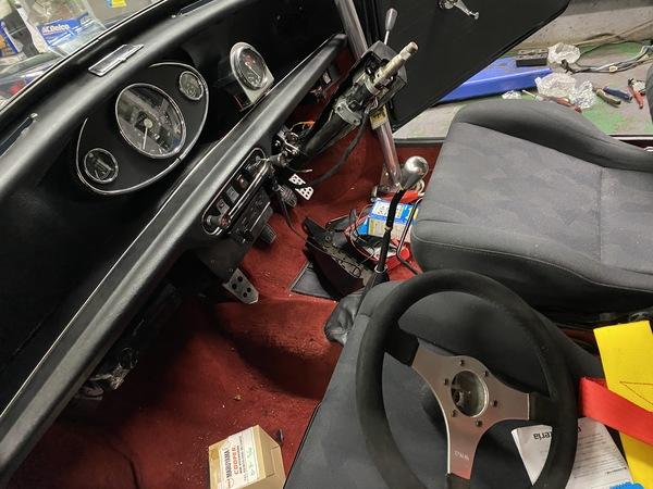 ミニクーパー専門店、エムズコレクション1000キャブMK-2ワイパーSW加工取付、ミニクーパー車高調整、ミニクーパー車検、タイヤ交換