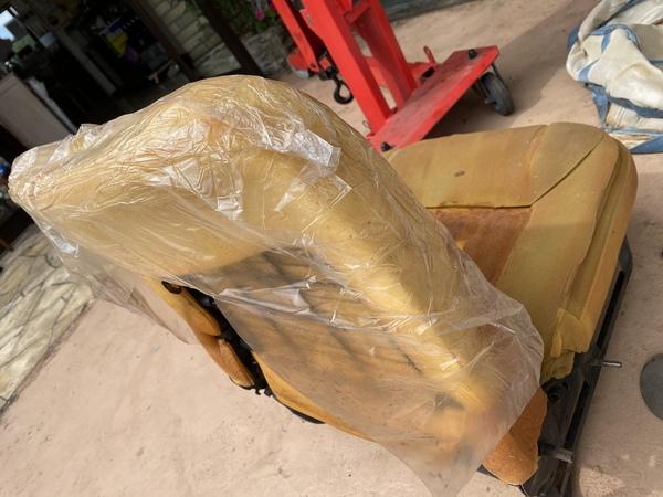 ミニ専門店エムズコレクションクラシックミニ内装、シート張り替え!BMWミニセルモーター分解修理
