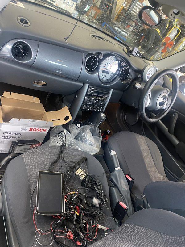ミニ専門店エムズコレクションミニクーパーナビバックカメラ、ドライブレコーダー取付、ローバーミニ板金補修塗装