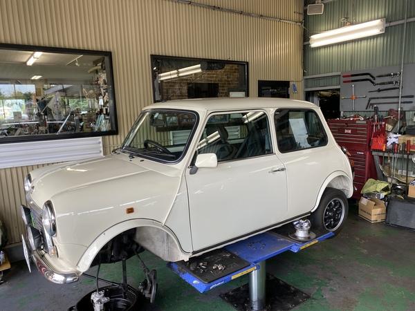 ミニクーパー専門店エムズコレクションポールスミスミニエンジン脱着ATデフ修理、車検、板金修理