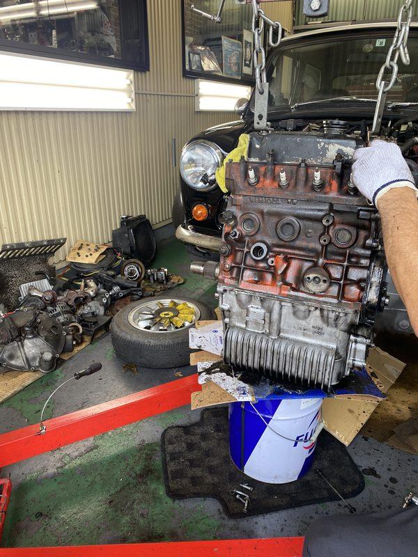 茨城ミニ専門店エムズコレクション1.3インジェクションエンジンオイル漏れ修理、モーリストラベラーAT OH進捗報告、商品車塗装完了、整備仕上げ進捗